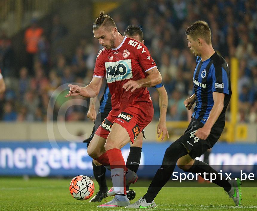 Club Brugge - KV Kortrijk : Thanasis Papazoglou (l) krijgt Claudemir (achter) en Brandon Mechele (r) in de rug <br /> Foto VDB / Bart Vandenbroucke