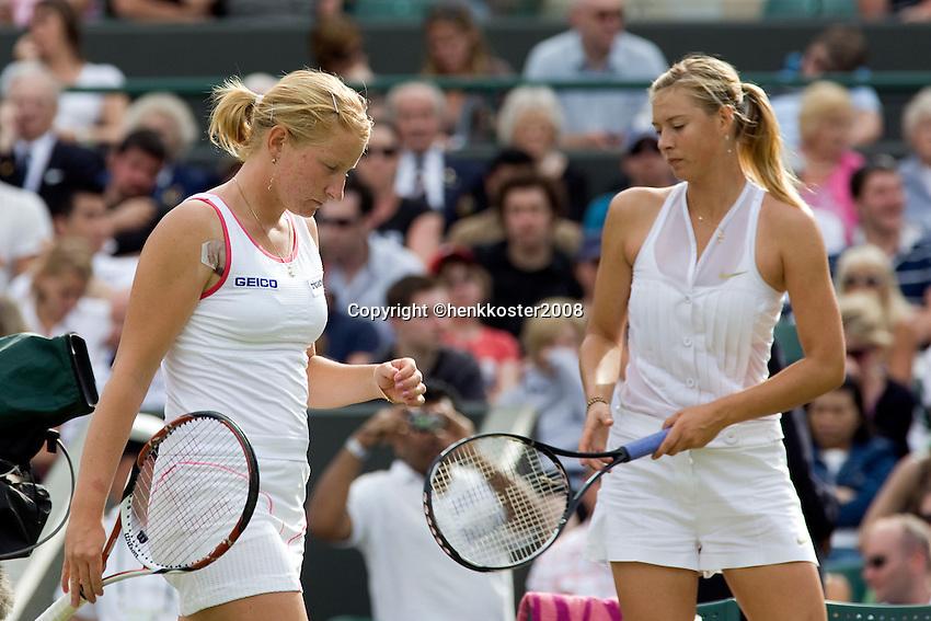 26-6-08, England, Wimbledon, Tennis,  Sharapova and  Kudyavtseva(L) during changeover
