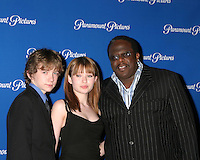 ©2004 KATHY HUTCHINS /HUTCHINS PHOTO.PARMOUNT STUDIOS DINNER PRESS ARRIVALS.SHOWEST.MARCH 24, 2004 ..LIAM AIKEN.EMILY BROWNING.CEDRIC THE ENTERTAINER