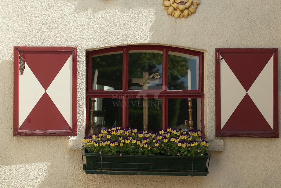 Detail raamluiken te Banholt - Limburg