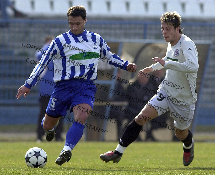 SPORT FUDBAL OFK BEOGRAD PARTIZAN 13.03.2004. Jokic i Srdjan Radonjic FOTO: Pedja Milosavljevic<br />
