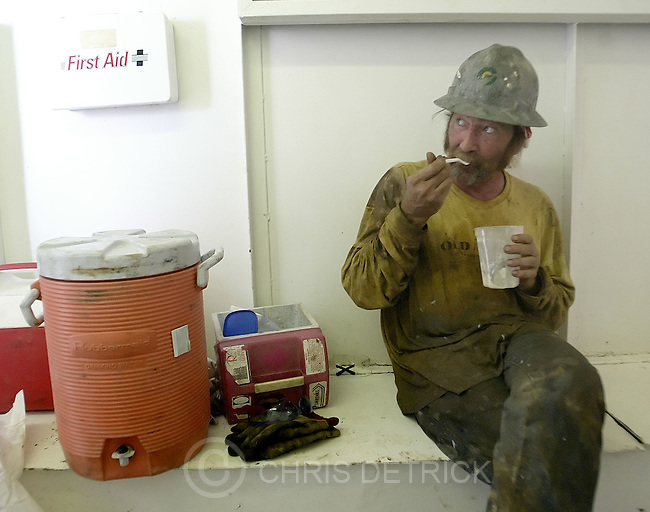 "Vernal,Utah--7/20/2005--.Roughneck Ted Rants takes a lunch break while working on natural gas rig #52, of Patterson UT 1 Drilling Company.  Rants said he is earning around $26/hr. ""Its good money but it will make an old man out of you,"" said Rants..**.Oil and Gas workers alter little town's personality.**.Photo By: Chris Detrick /Salt Lake Tribune.File Number: 816G5341"
