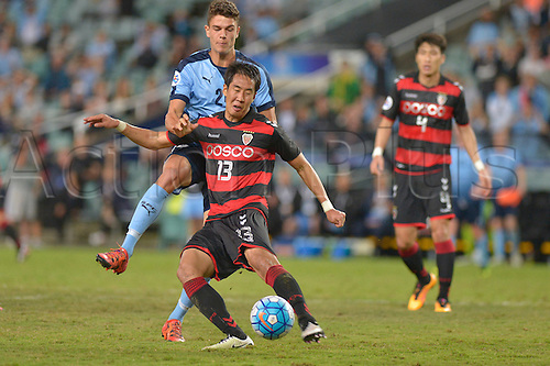 05.04.2016. Sydney Football Stadium, Sydney, Australia. AFC Champions League. Sydney versus Pohang Steelers. Pohang defender Kim Won-il in action Sydney won the game by a score of 1-0.