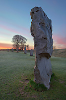 United Kingdom, England, Wiltshire, Avebury: a Neolithic henge monument containing three stone circles at dawn | Grossbritannien, England, Wiltshire, Avebury: Der Steinkreis von Avebury aus der Jungsteinzeit bei Morgendaemmerung