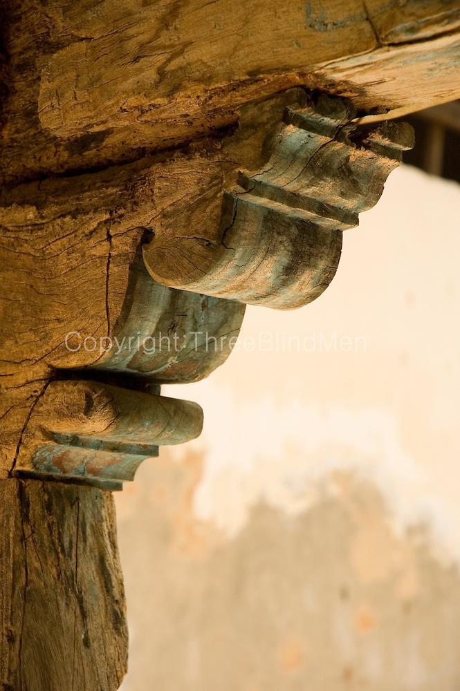 Sri Lanka  Typical column head detail in a Tamil courtyard