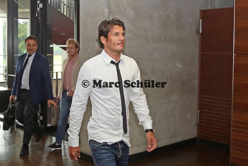 Neuzugang Nelson Valdez wird von Eintracht Frankfurt in der Commerzbank Arena vorgestellt