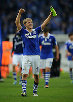 FUSSBALL   1. BUNDESLIGA   SAISON 2011/2012    11. SPIELTAG FC Schalke 04 - 1899 Hoffenheim                            29.10.2011 Lewis HOLTBY (Schalke) jubelt nach dem Abpfiff