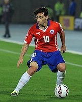 SANTIAGO- CHILE - 15-06-2015: Jorge Valdivia (Der) jugador de Chile en acción durante partido Chile y México, por la fase de grupos, Grupo A, de la Copa America Chile 2015, jugado en el estadio Nacional Julio Martinez la Ciudad de Santiago. / Jorge Valdivia (R) Player of Chile in action during the match between Chile and Mexico, for the group stage Group A of the Copa America 2015 Chile, played at the National Stadium Julio Martinez in Santiago City. Photos: VizzorImage / Alfredo Gutierrez / Cont.