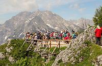 Touristen auf dem Aussichtsplateau des Jenner - Berchtesgaden 17.07.2019: Fahrt auf den Jenner