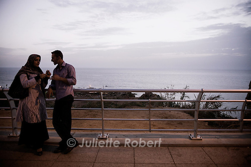 Couple on the Corniche in Beirut.<br /> <br /> Un couple sur la corniche, le soir à Beyrouth
