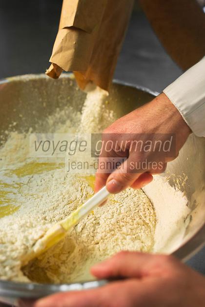Europe/France/73/Savoie/Val d'Isère:  Patrick Chevallot, MOF pâtissier prépare son Biscuit  de Savoie - Préparation de la Pâte ajout de la farine aux jaunes d'oeufs