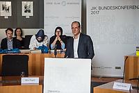 """Bundeskonferenz der """"Jungen Islam Konferenz"""" (JIK) vom 24. bis 26. Maerz 2017 in Berlin.<br /> Ca. 50 Junge Menschen verschiedener Religionen trafen sich zu der Bundeskonferenz im Deutschen Bundestag.<br /> Am Eroeffnungstag sprach die Staatsministerin fuer Integration, Aydan Oezoguz (SPD) zu den Konferenz-Teilnehmern.<br /> Im Bild: Wilfried Kneip, Mercator Stiftung.<br /> 24.3.2017, Berlin<br /> Copyright: Christian-Ditsch.de<br /> [Inhaltsveraendernde Manipulation des Fotos nur nach ausdruecklicher Genehmigung des Fotografen. Vereinbarungen ueber Abtretung von Persoenlichkeitsrechten/Model Release der abgebildeten Person/Personen liegen nicht vor. NO MODEL RELEASE! Nur fuer Redaktionelle Zwecke. Don't publish without copyright Christian-Ditsch.de, Veroeffentlichung nur mit Fotografennennung, sowie gegen Honorar, MwSt. und Beleg. Konto: I N G - D i B a, IBAN DE58500105175400192269, BIC INGDDEFFXXX, Kontakt: post@christian-ditsch.de<br /> Bei der Bearbeitung der Dateiinformationen darf die Urheberkennzeichnung in den EXIF- und  IPTC-Daten nicht entfernt werden, diese sind in digitalen Medien nach §95c UrhG rechtlich geschuetzt. Der Urhebervermerk wird gemaess §13 UrhG verlangt.]"""