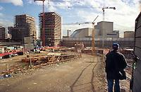 milano, quartiere bicocca, periferia nord. il teatro degli arcimboldi dietro a un cantiere --- milan, bicocca district, north periphery. the arcimboldi theatre behind a building site