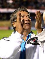 PASTO - COLOMBIA -30-03-2013: Hernán Darío Gómez, director técnico de Deportivo Independiente Medellín, durante  partido por la Liga de Postobon I en el estadio La Libertad en la ciudad de Pasto, marzo 30 de 2013. (Foto: VizzorImage / Str). Hernan Dario Gomez, coach of Deportivo Independiente Medellin during a match for the Postobon I League at La Libertad stadium in Pasto city, on March 30, 2013, (Photo: VizzorImage / Str.)..