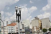 ATENÇÃO EDITOR: FOTO EMBARGADA PARA VEICULOS INTERNACIONAIS - SAO PAULO, SP, 04 DE OUTUBRO 2012 - CLIMA TEMPO - A previsão para a capital paulista é seca e quente, com  sol e aumento de nuvens, nessa quinta-feira, 04, zona norte da capital - FOTO LOLA OLIVEIRA/BRAZIL PHOTO PRESS
