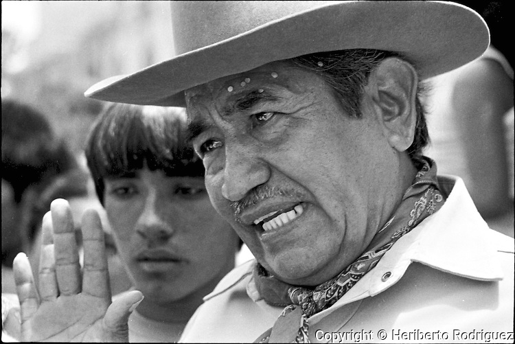 Leopoldo de Gyves Pineda, one of the leaders of the COCEI, speaks with peasants during a popular assembly held by Coalicion Obrera campesina Estudiantil del Istmo (COCEI) on August 7, 1983 at the main plaza of Juchitan, Oaxaca.  © Photo by Heriberto Rodriguez