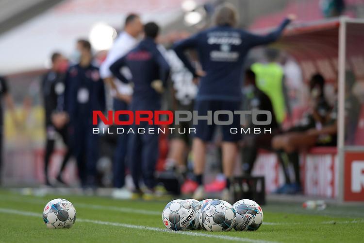 nph00351: Spielbaelle DERBYSTAR liegen <br /> am Spielfeldrand.<br /> Sport: Fussball: 1. Bundesliga: Saison 19/20: 26.Spieltag: 1.FC KOELN-FSV MAINZ 05,17.05.2020.<br /> Foto: Anke Waelischmiller/SVEN SIMON/POOL / via Meuter/nordphoto<br /> <br /> Nur für journalistische Zwecke! Only for editorial use!<br /> Gemäß den Vorgaben der DFL Deutsche Fußball Liga ist es untersagt, in dem Stadion und/oder vom Spiel angefertigte Fotoaufnahmen in Form von Sequenzbildern und/oder videoähnlichen Fotostrecken zu verwerten bzw. verwerten zu lassen. DFL regulations prohibit any use of photographs as image sequences and/or quasi-video.