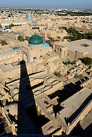 Kalta Minor und 2-Kuppelmausoleum,  Blick vom Minarett Islomxoja &uuml;berr Altstadt Ichan Qala, Chiwa, Usbekistan, Asien, UNESCO-Weltkulturerbe<br /> Kala Minor and 2-domed Mausoleum, View from Minaret Islomxoja hitoric city Ichan Qala, Chiwa, Uzbekistan, Asia, Asia, UNESCO heritage site