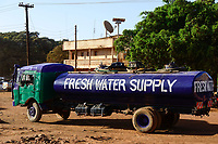 KENYA, Marsabit, fresh water tanker for supply of drinking water during drought / KENIA, Marsabit, Wassertankwagen liefert Wasser in Duerrezeiten