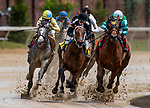LOUISVILLE, KENTUCKY - MAY 02: The field for the first race comes off the turn during Thurby at Churchill Downs in Louisville, Kentucky on May 02, 2019. Evers/Eclipse Sportswire/CSM