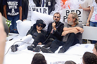 NEW YORK, NY - SEPTEMBER 13: Yoko Ono, Ringo Starr and Jeff Bridges attend the Fifth Annual Come Together: NYC Bed-In Celebration at City Hall on September 13, 2018 in New York City. <br /> CAP/MPI/RH<br /> &copy;RH/MPI/Capital Pictures