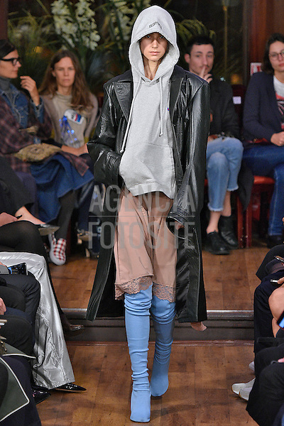 Vetements <br /> <br /> Paris -  Verao 2016