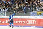 Ville Koistinen (Nr.10, ERC Ingolstadt) laesst sich von den Fans feiern beim Spiel in der DEL, ERC Ingolstadt (blau) - Nuernberg Ice Tigers (weiss).<br /> <br /> Foto &copy; PIX-Sportfotos *** Foto ist honorarpflichtig! *** Auf Anfrage in hoeherer Qualitaet/Aufloesung. Belegexemplar erbeten. Veroeffentlichung ausschliesslich fuer journalistisch-publizistische Zwecke. For editorial use only.