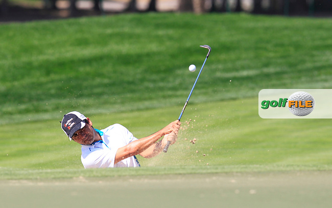 Felipe AGUILAR (CHI) chips out of a bunker at the 10th green during Thursday's Round 1 of the 2015 Omega Dubai Desert Classic held at the Emirates Golf Club, Dubai, UAE.: Picture Eoin Clarke, www.golffile.ie: 1/29/2015