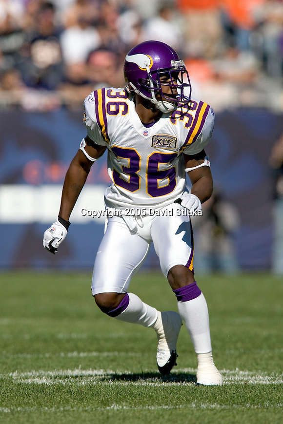 Defensive back Dovonte Edwards #36 of the Minnesota Vikings plays defense against the Chicago Bears at Soldier Field on October 16, 2005 in Chicago, Illinois. The Bears defeated the Vikings 28-3. (Photo by David Stluka)