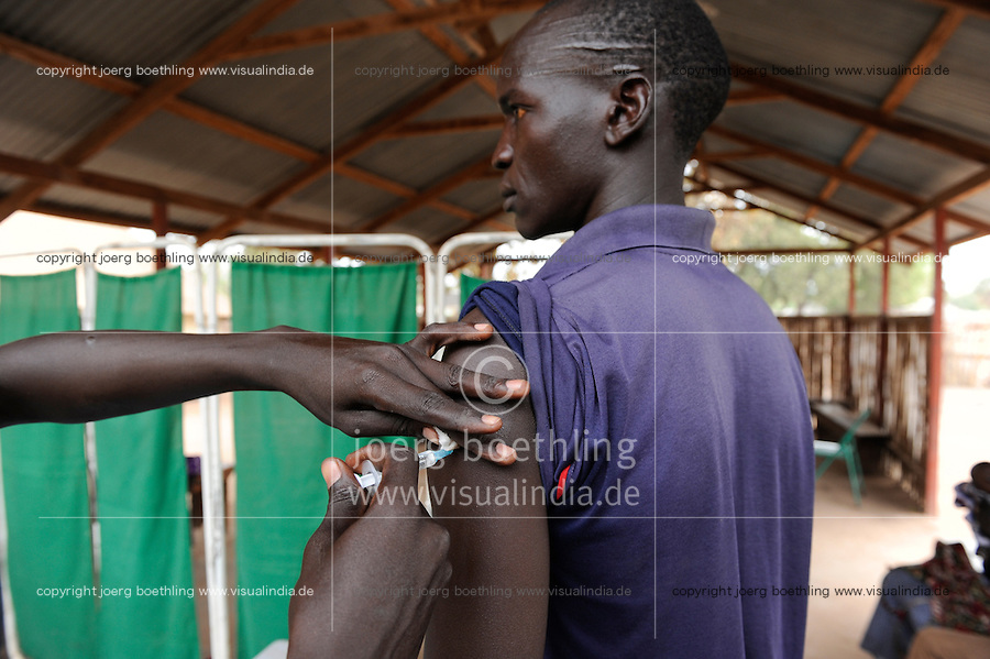 SOUTHERN SUDAN Rumbek , Diakonie health center , Polio vaccination and immunization / SUEDSUDAN Rumbek , Diakonie Gesundheitsstation , Polio Schutzimpfung und Immunisierung