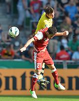 FUSSBALL   DFB POKAL   SAISON 2012/2013   1. Hauptrunde FC Oberneuland - Borussia Dortmund            18.08.2012 Sebastian Kehl (hinten, Borussia Dortmund) gegen Serhan Zengin (vorn, Oberneuland)