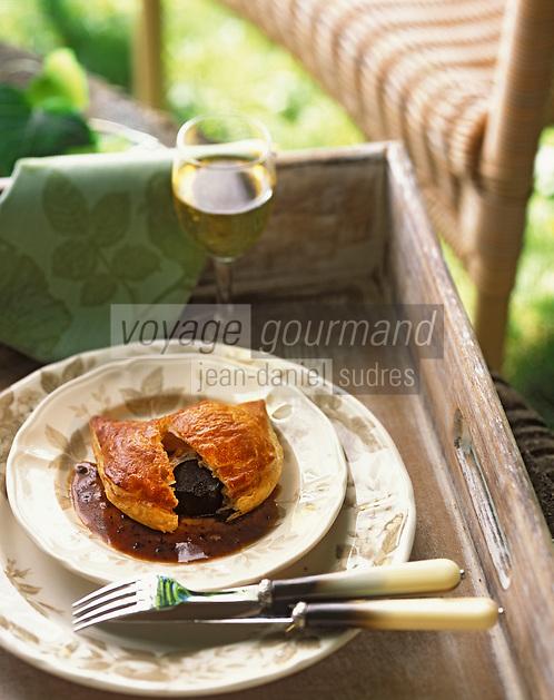 """Europe/France/Aquitaine/24/Dordogne/Les Bastides du Périgord/Le Buisson-de-Cadouin: Chausson de truffes noires en surprise - Recette d'Eric Barbe chef du """"Manoir de Bellerive"""""""