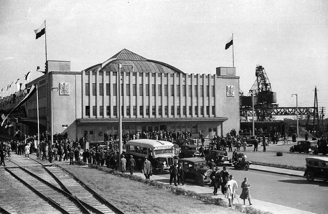"""Der """"Meeresbahnhof"""" von Gdynia in den 1930er Jahren. Im Juni 2015 eröffnete in der Hafenstadt das erste Auswanderermuseum in Polen."""