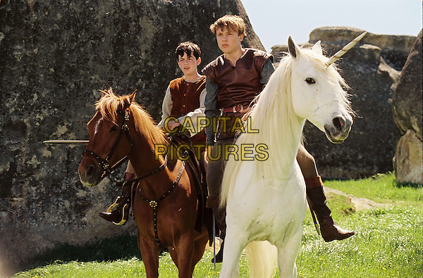 SKANDAR KEYNES & WILLIAM MOSELEY.in The Chronicles of Narnia: The Lion, the Witch and the Wardrobe.Filmstill - Editorial Use Only.CAP/AWFF.www.capitalpictures.com.sales@capitalpictures.com.Supplied By Capital Pictures.