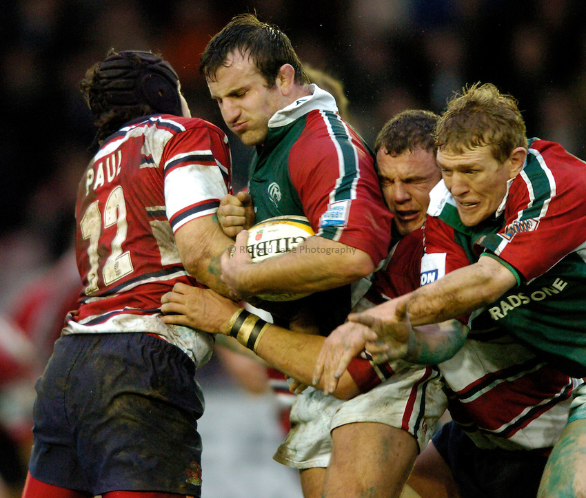 Photo: Richard Lane..Leicester Tiger v Gloucester. Powergen Cup. 18/12/2004..George Chuter attacks.