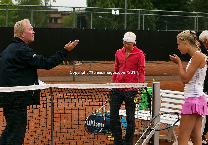 August 6, 2014, Netherlands, Rotterdam, TV Victoria, Tennis, National Junior Championships, NJK,  Umpire  Peter van den Hoven doing the toss<br /> Photo: Tennisimages/Henk Koster