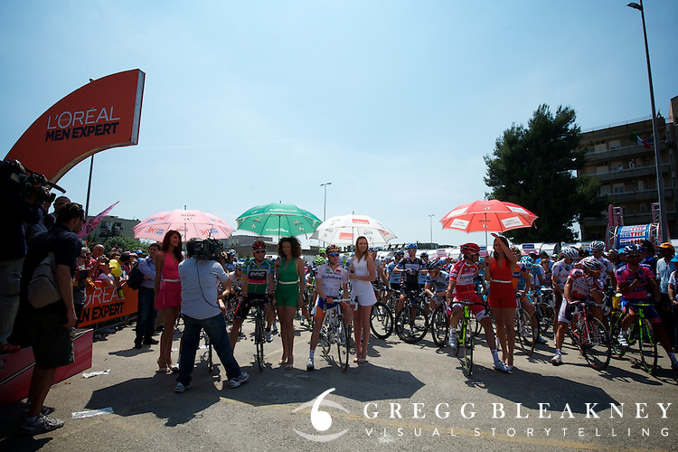 Giro points special jersey leaders are treated to a start-wait with special podium girl umbrella treatment.