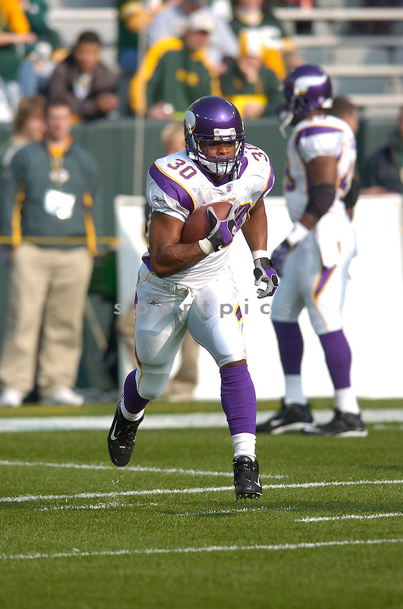 MEWELDE MOORE, of the Minnesota Vikings, in action during the Vikings game against the Green Bay Packers on November 11, 2007 in Green Bay, Wisconsin...Packers win 34-0...SportPics