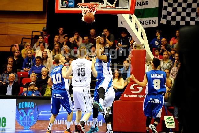 GRONINGEN - Basketbal, Donar - Aris Leeuwarden, Dutch Basketbal League, Martiiniplaza, seizoen 2014-2015, 11-04-2015,   Aris speler Ryan Watkins verliest duel onder de basket