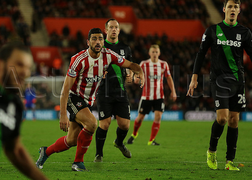 21.11.2015. St Marys Stadium, Southampton, England. Barclays Premier League. Southampton versus Stoke City. Graziano Pelle of Southampton watches as his shot goes wide