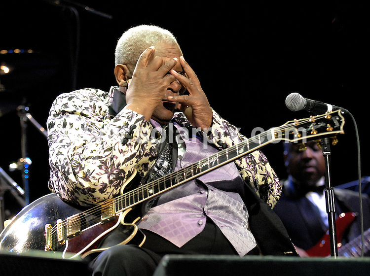 **ALL ROUND PICTURES FROM SOLARPIX.COM**.**WORLDWIDE SYNDICATION RIGHTS**.BB KIng performs live in concert at the Manchester MEN Arena. Manchester, UK. 24 June 2009..This pic: BB KIng..JOB REF: 9325 SGD     DATE: 24_06_2009.**MUST CREDIT SOLARPIX.COM OR DOUBLE FEE WILL BE CHARGED**.***ONLINE USAGE FEE GBP 50.00 PER PICTURE - NOTIFICATION OF USAGE TO PHOTO @ SOLARPIX.COM**.**CALL SOLARPIX : +34 952 811 768 or LOW RATE FROM UK 0844 617 7637**