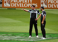 NZ bowler Kyle Mills discusses tactics with captain Daniel Vettori during the 2nd ODI cricket match between the New Zealand Black Caps and India at Westpac Stadium, Wellington, New Zealand on Friday, 6 March 2009. Photo: Dave Lintott / lintottphoto.co.nz