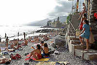 Bagnanti sulla spiaggia del paese Camogli (Liguria) --- Bathers on the beach of the village Camogli (Liguria)