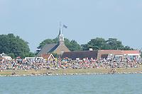 ZEILEN: STAVOREN: IJsselmeer, 26-07-2014, SKS skûtsjesilen, publiek op de dijk, ©Martin de Jong