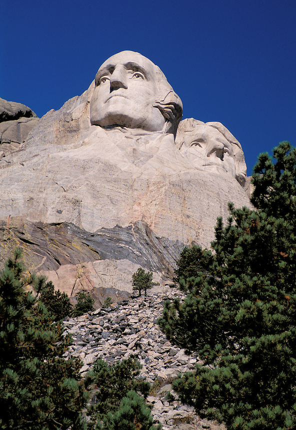 Mount Rushmore National Memorial, sculptures of U.S. Presidents George Washington and Thomas Jefferson by Gutzon Borglum.