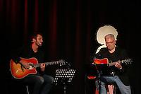 Autor Joe Fischler und Autor Michael Kibler mit ihren Gitarren