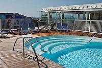 Europe/France/Aquitaine/64/Pyrénées-Atlantiques/Pays Basque/Biarritz: Terrasse et piscine du Transat Café, au Radisson Blue