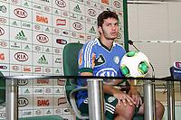 SÃO PAULO, 13 DE MAIO 2013 - TREINO PALMEIRAS - COLETIVA KLEBER - O jogador Kleber do Palmeiras durante entrevista coletiva à imprensa na Academia de Futebol, na tarde desta segunda-feira(13) - FOTO: LOLA OLIVEIRA/BRAZIL PHOTO PRESS