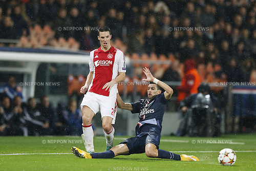 Ricardo van Rhijn (Ajax), Javier Pastore (PSG), NOVEMBER 25, 2014 - Football / Soccer : UEFA Champions League Group F match between Paris Saint-Germain 3-1 AFC Ajax at the Parc des Princes Stadium in Paris, France. (Photo by Mutsu Kawamori/AFLO) [3604]