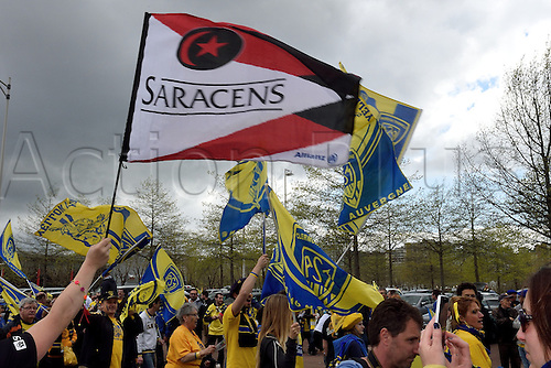 18.04.2015. Clermont-Ferrand, Auvergne, France. Champions Cup rugby semi-final between ASM Clermont and Saracens. Clermont and Saracens fans in good voice